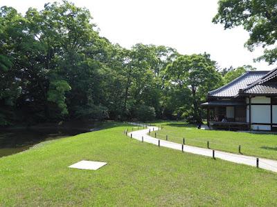 庭園と閑院宮邸跡建物・・・