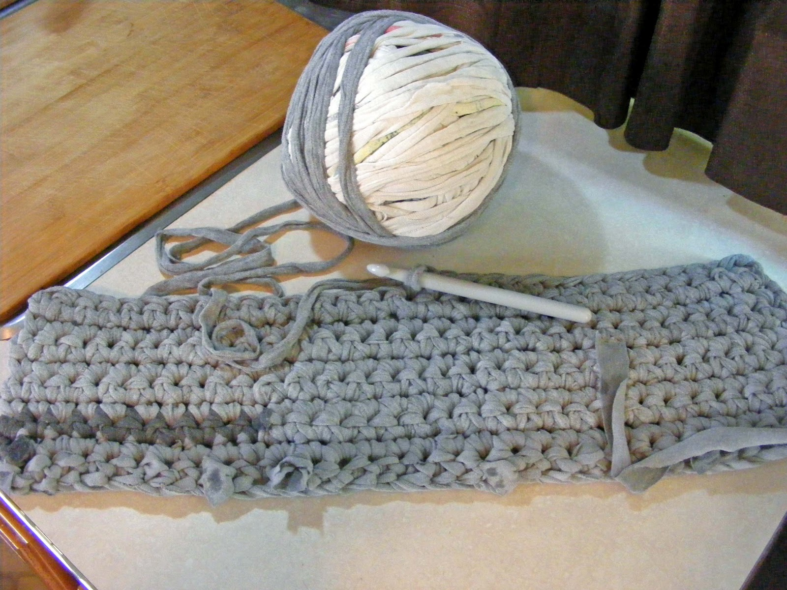 How to Crochet a Rug out of T Shirts CraftStylish