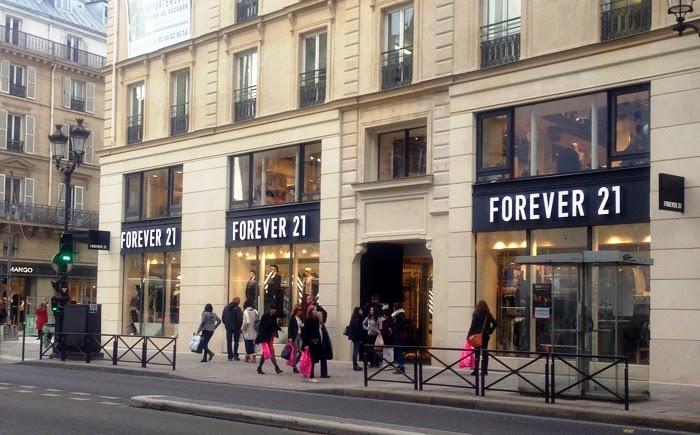 lojas de roupas na rue rivoli em paris fran a dicas da. Black Bedroom Furniture Sets. Home Design Ideas