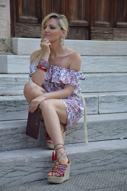 sandali con zeppa e pon pon colorati summer wedges pompom wedges outfit agosto 2016 outfit estivi blogger mariafelicia magno fashion blogger color block by felym fashion blog italiani fashion blogger italiane blog di moda blogger italiane influencer italiane