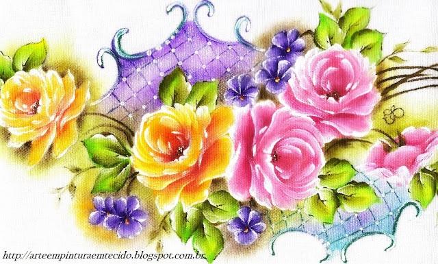 Pintura em tecido rosas e arabescos