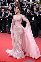 Sonam Kapoor looks stunning in Cannes 2017 030.jpg