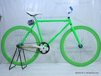 1 Sepeda Fixie Glow in the Dark dengan Flip-Flop Hub 700C