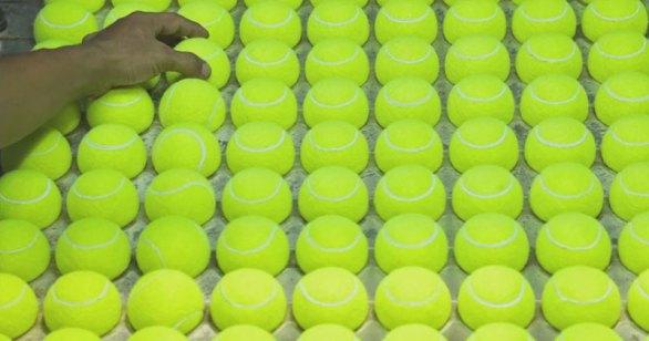 ¿Cómo se hace una pelota de tenis?