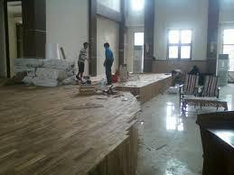 Cara memperbaiki lantai kayu parket yang rusak