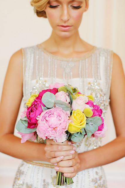 https://www.weddingchicks.com/blog/fresh-and-elegant-bridal-looks-perfect-for-a-spring-wedding-l-14634-l-41.html