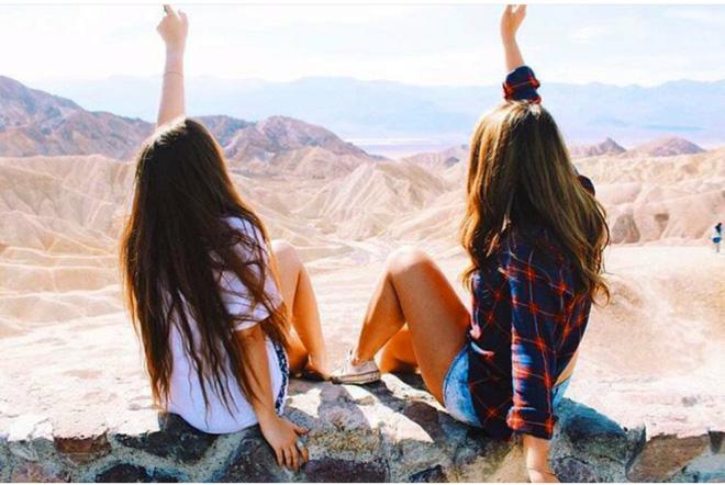 """2 Cô bạn thân xinh đẹp khơi dậy trào lưu """"đi du lịch khắp thế giới cùng cô bạn gái thân 16"""