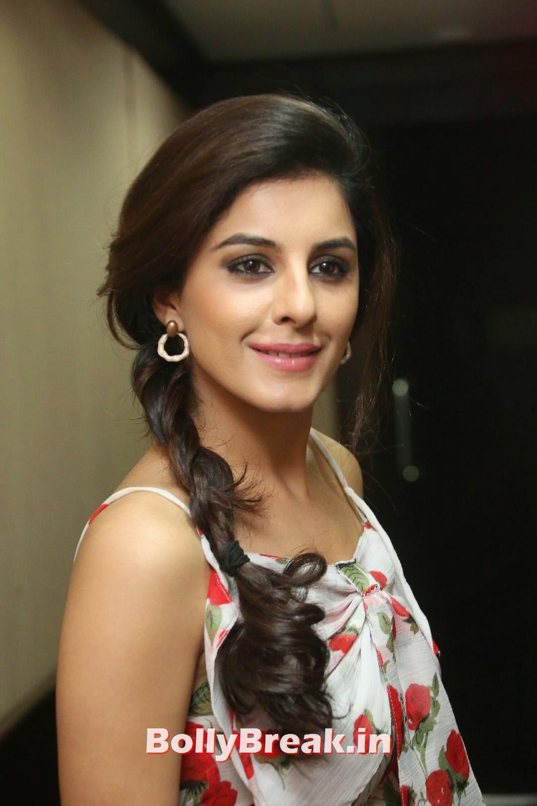 Isha Talwar (21), Isha Talwar Cute Pics - Beautiful South Actress