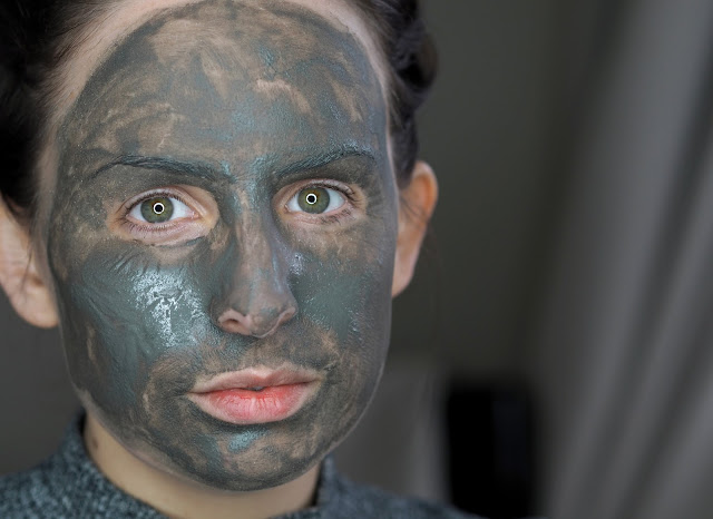 dermalogica-charcoal-rescue-masque-review-swatch