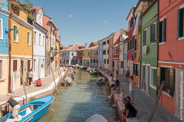 Burano casas colores canales viaje Italia