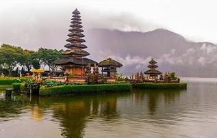 http://www.teluklove.com/2017/01/pesona-keindahan-wisata-pura-ulun-danu.html