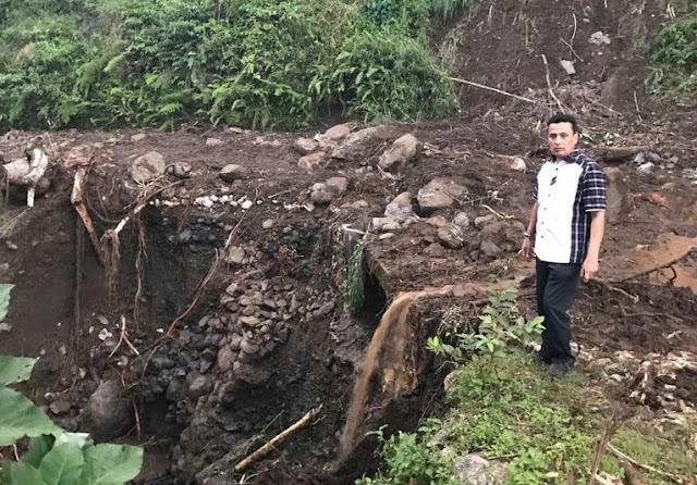 Longsor di Desa Sadar Tutup Akses Jalan Poros Bone Barru