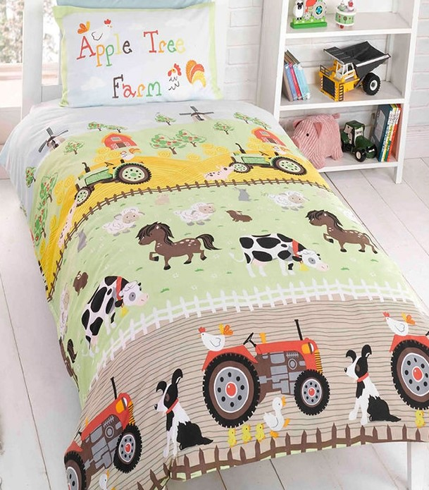 child's bedroom with Apple Tree Farm bedding