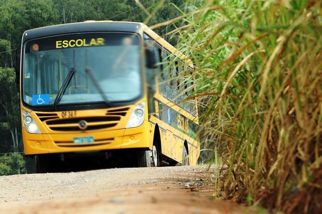 Motoristas paralisam transporte escolar por falta de pagamento, em Caetité