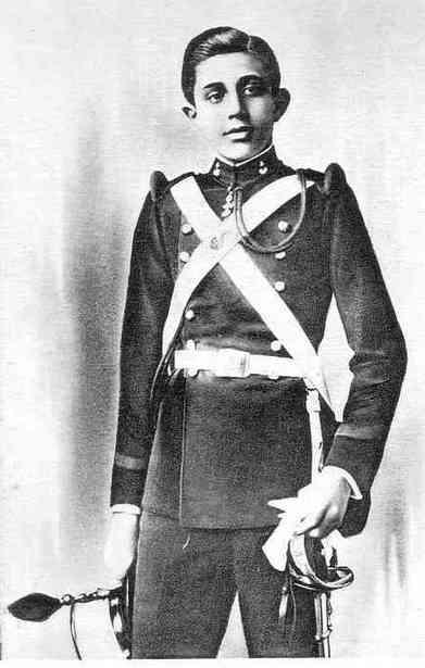Jaime Leopoldo Isabelino Enrique Alejandro Alberto Alfonso Víctor Acacio Pedro Pablo María de Borbón y Battenberg, infante de España y duque de Segovia.