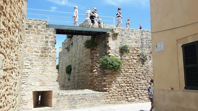 Die alte Stadtmauer in Alcudia