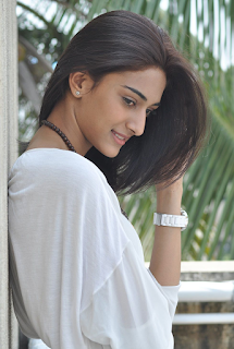 Most Popular Celebrities Erica Fernandes HD Wallpapers9.png