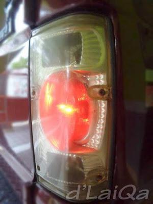 lampu belakang hidup dan berfungsi normal