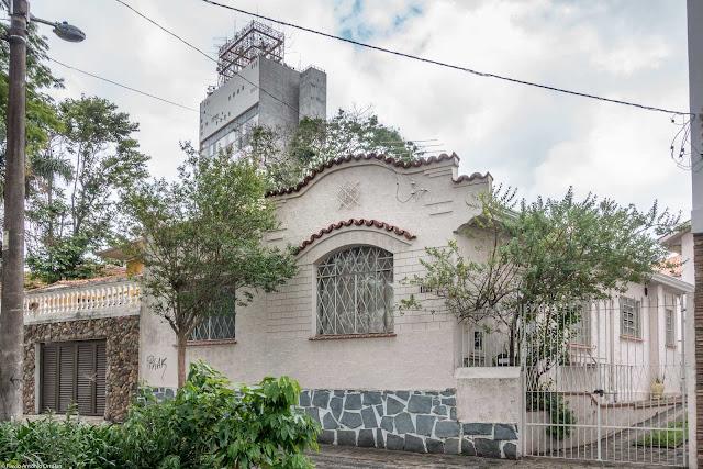 Casa com ornamento de ferro na Rua Inácio Lustosa