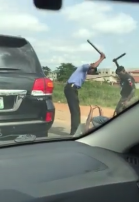 Photos: Policemen beat up driver for refusing to stop when asked to