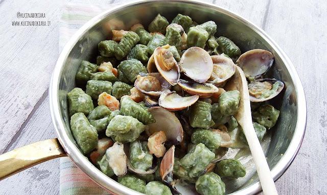 Gnocchi di pane verdi al profumo di mare