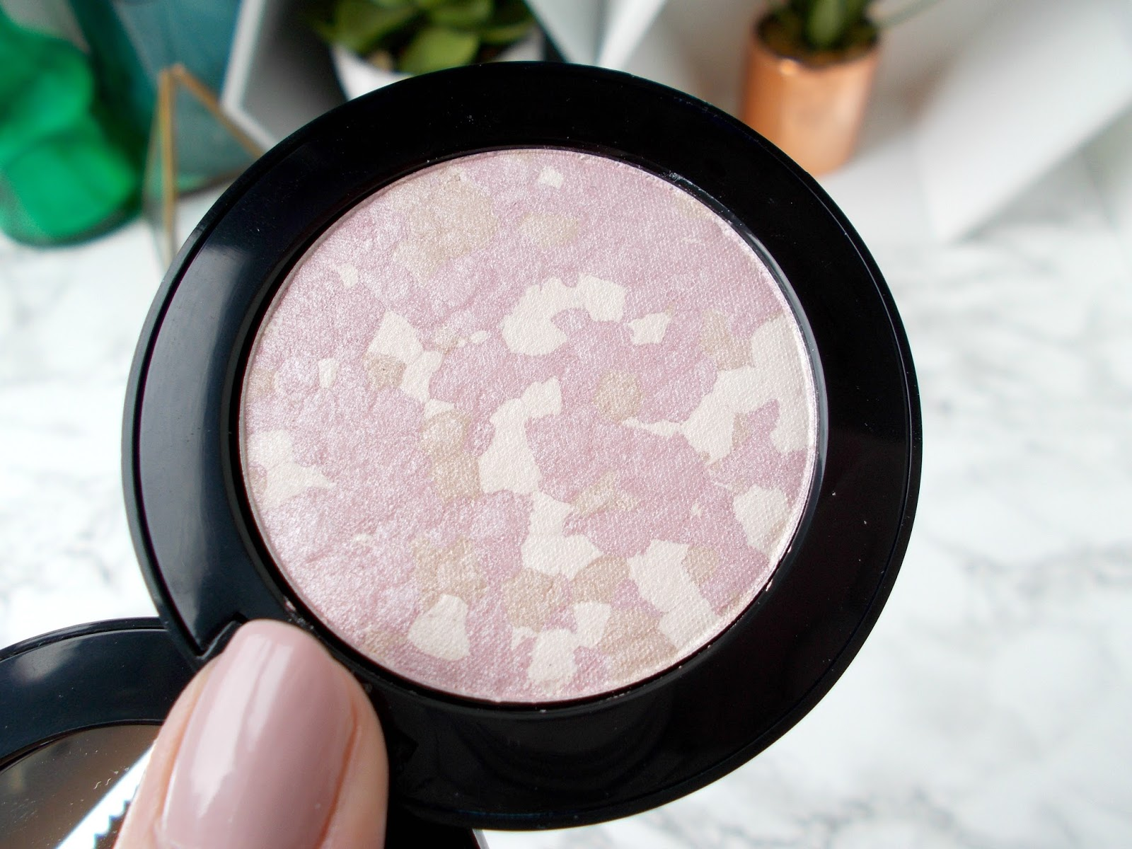 Vincent Longo La Bella Luce Highlighter in Flora close up review