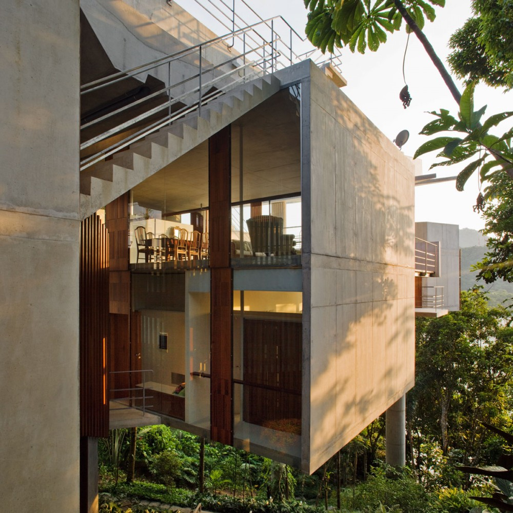 Modern Slope House Design: Casa Em Ubatuba [SPBR]