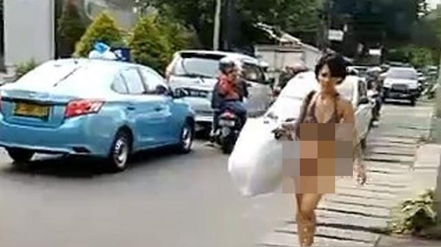 Wanita Tanpa Busana Berjalan Santai Di Siang Ramadhan, Polisi: Tahu Identitasnya Berhadiah Rp1Juta