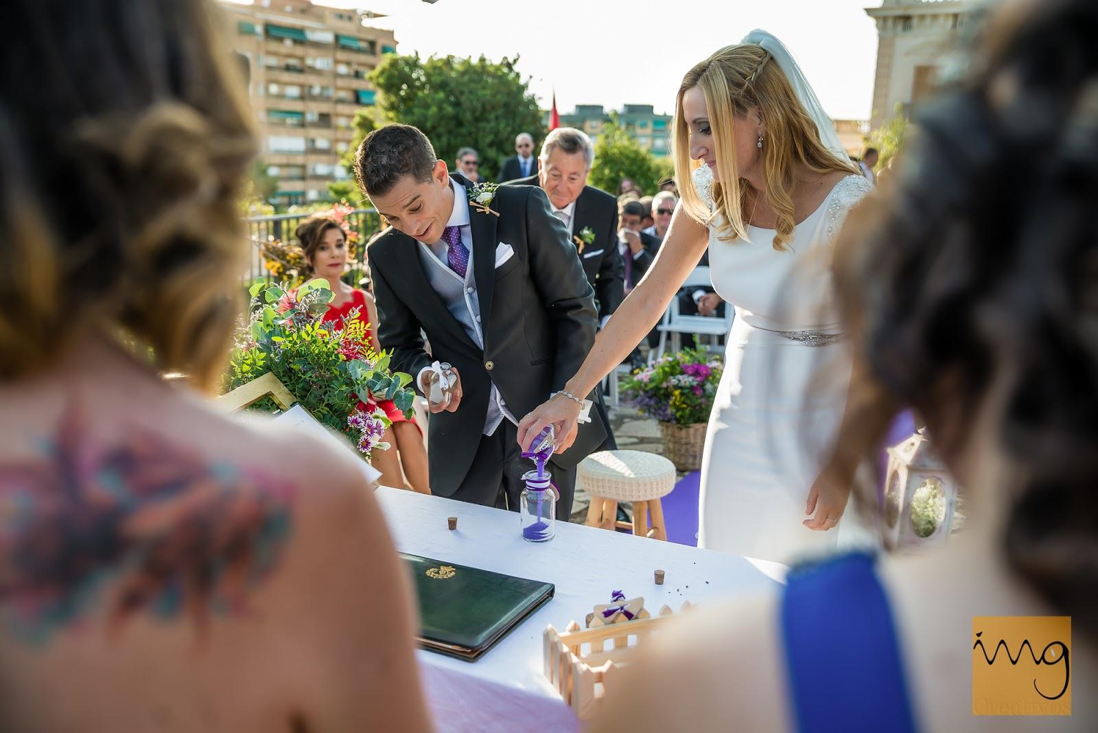 Fotografía del rito de la arena en la boda