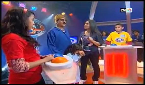 بالفيديو: القناة الثانية دوزيم 2M تتعمد السخرية والاستهزاء من البقّال الأمازيغي لإضحاك الأطفال !!!