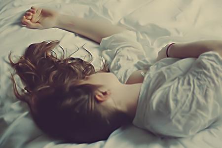 النوم لفترات جيدة يرفع مدى الشعور بالامتنان حيال الآخرين