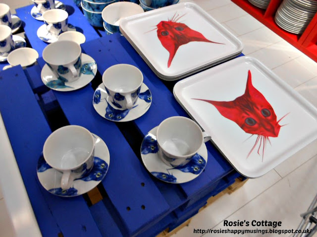 GILTIG cups saucers and trays