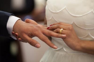 Troca de alianças no casamento