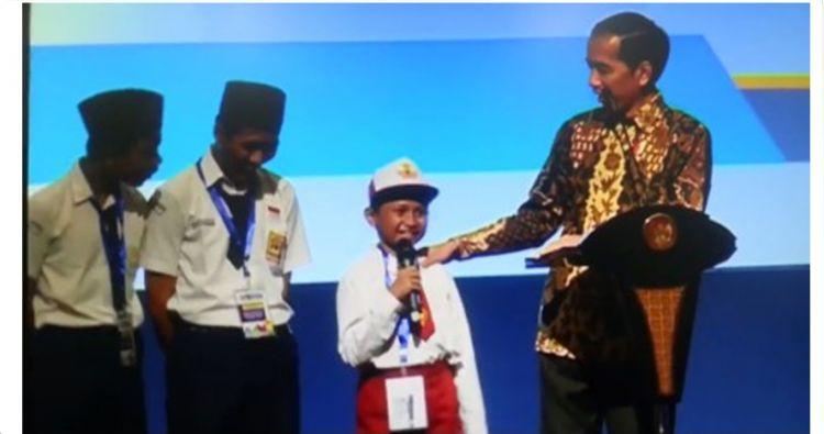 video lucu anak sd salah ucap nama ikan tongkol dihadapan Jokowi