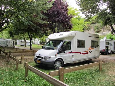 Onze camper van 6.20 meter past onderweg gemakkelijk op een camperplaats