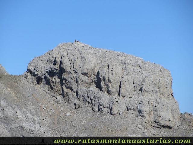 Ruta Canal Grajas y Covarones Cortes: Vista de la Morra de Lechugales desde el Cortés