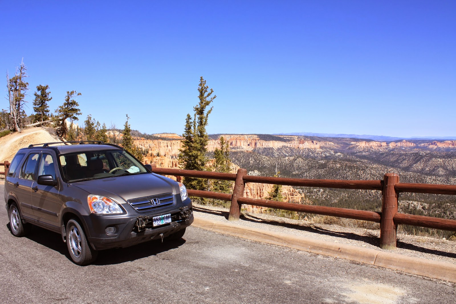 Honda CRV parked in Ponderosa Canyon overlook