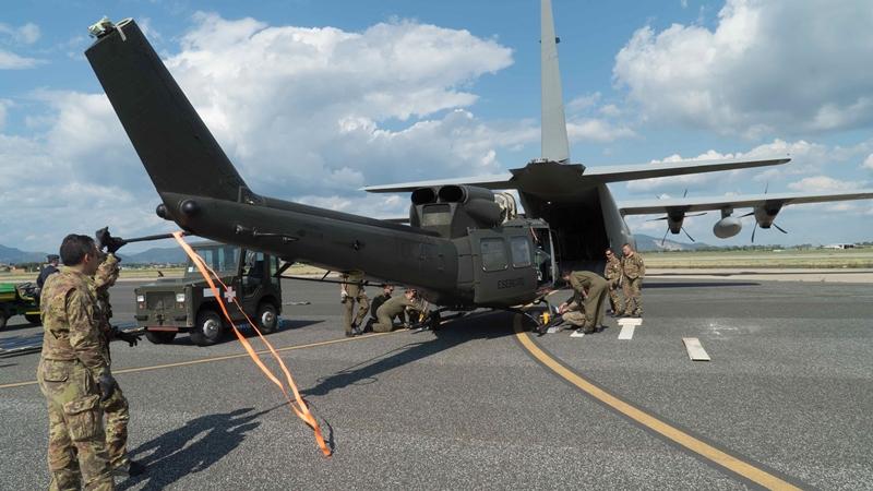 Elicottero Hercules : Collaborazione tra aves ed a m per il trasporto