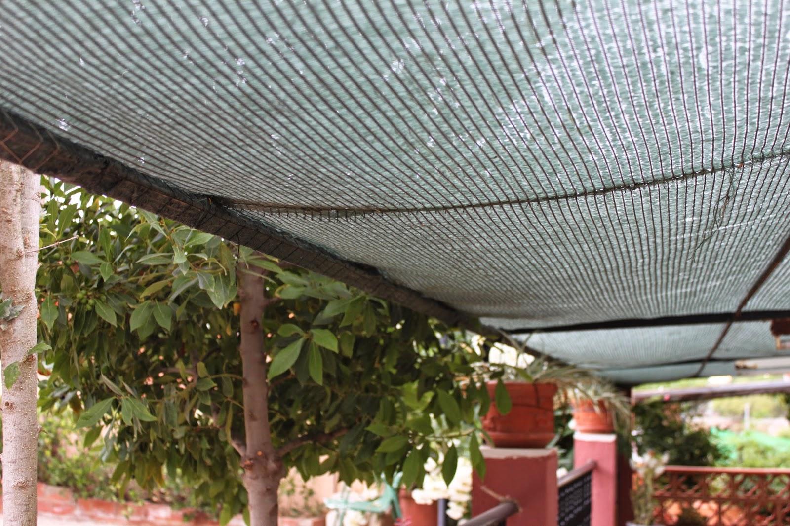 terraza con sombra y toldo reciclado la estructura es fija y si algn da ser rompe la tela slo tendran que coser una nueva