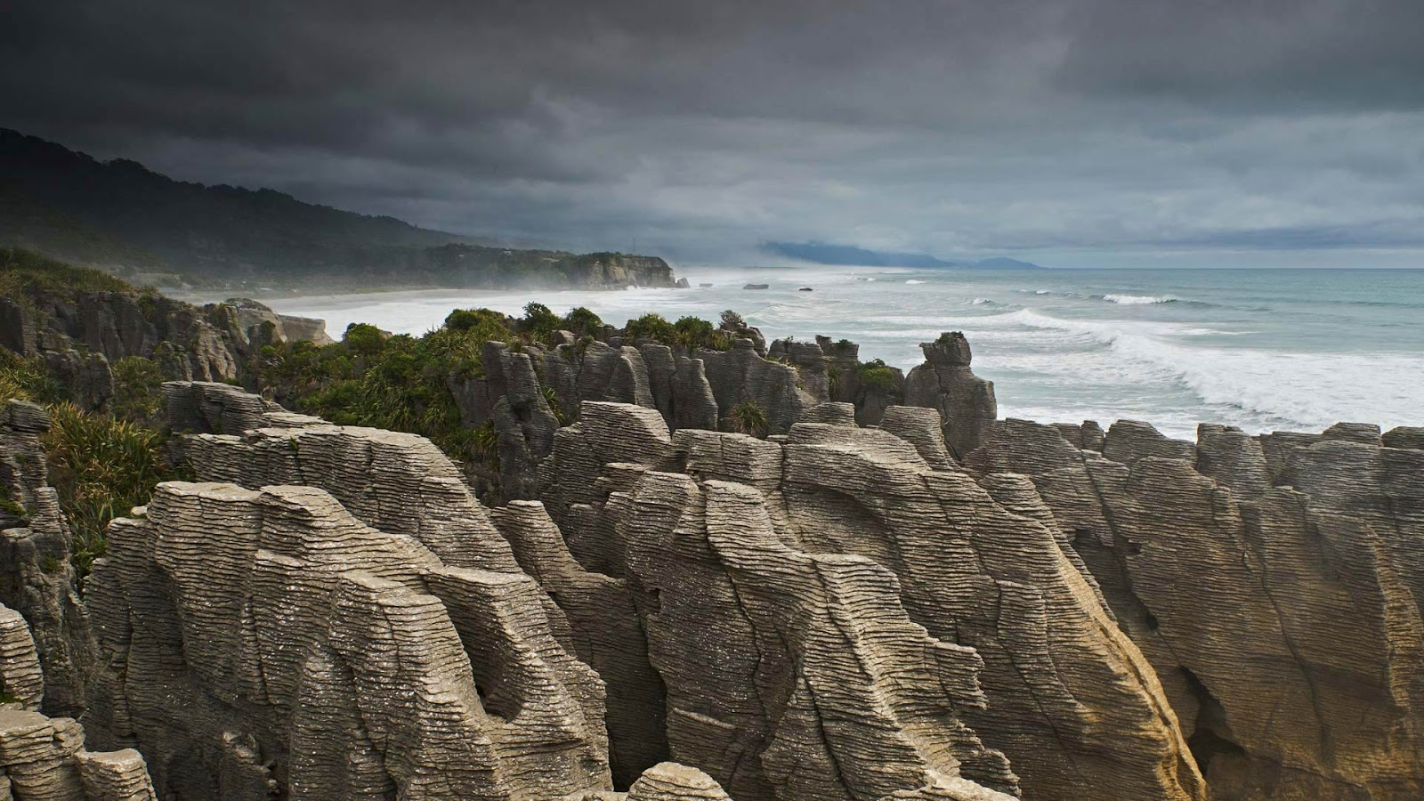 The Pancake Rocks on New Zealand's South Island © Michael Reusse/Westend61/Offset