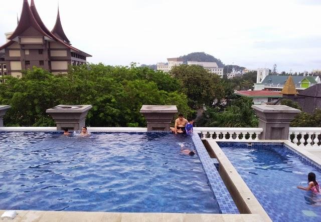kolam renang hotel axana padang sumatra barat