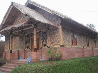 Indonesia Tourism Material Bambu dan Kayu dari Rumah Tradisional Hingga Modern