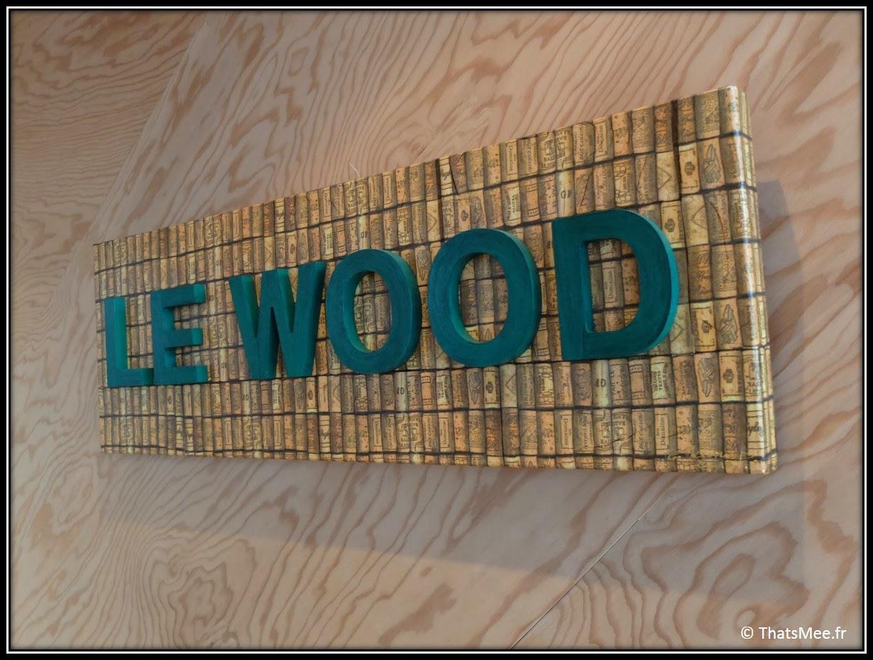Brunch Le Wood Paris Woodbar Marais place Thorigny Panneau tout en bois, brunch a volonte Paris Marais Le Wood