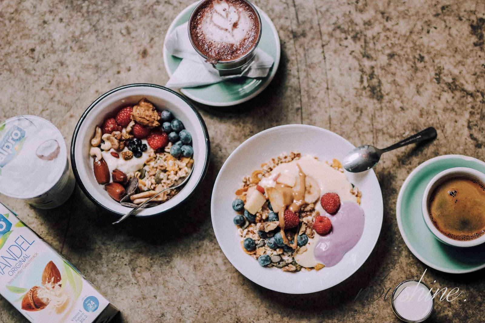 Haferflocken mit Joghurtalternative Soja mit Kokos von Alpro/ Nowshine ü40 Lifestyle Blog