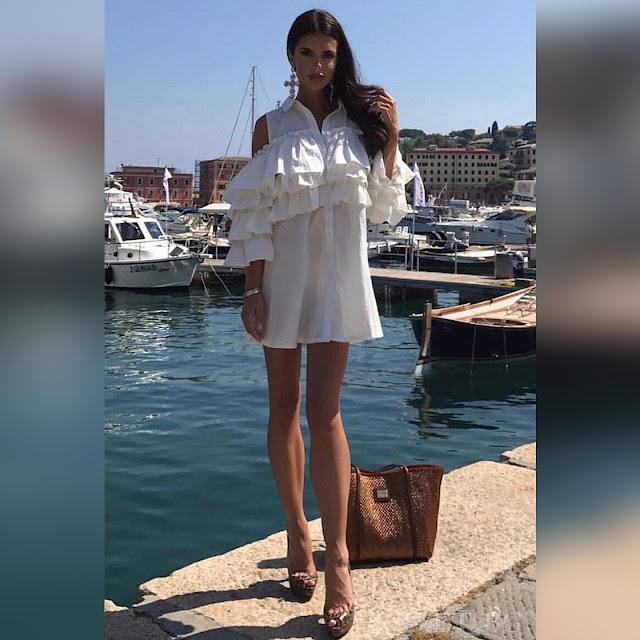 Μοντέρνο κοντό άσπρο φόρεμα NADIA WHITE - Άνετη γραμμή