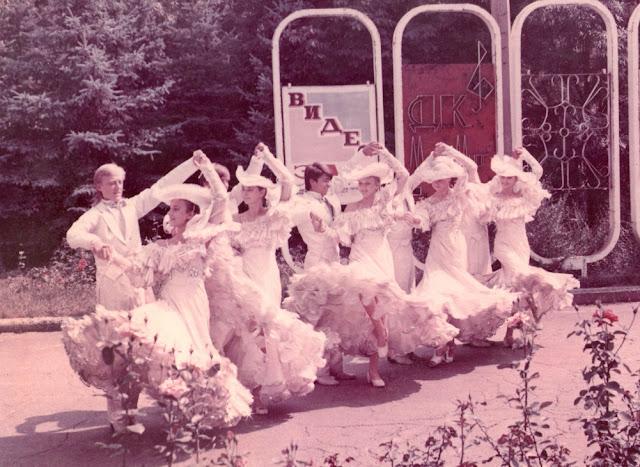 На снимке участники этого коллектива в парке металлургов, 90-е