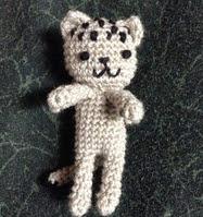 http://translate.google.es/translate?hl=es&sl=en&tl=es&u=http%3A%2F%2Fneocurios.blogspot.com.es%2F2014%2F05%2Fpocket-kitty-doll-free-crochet_11.html