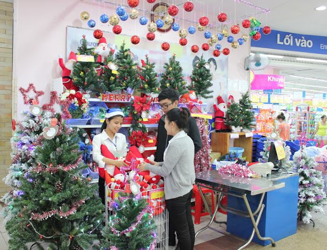 Where to buy unique decorations Christmas items in Hanoi 3