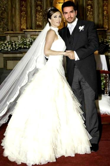 Foto de Anahi Puente con vestido de novia