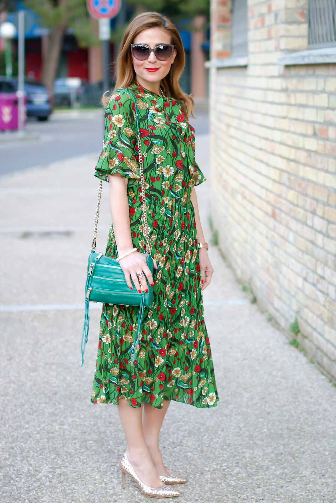 Metisu green pleated midi dress and Giancarlo Paoli rose gold shoes on Fashion and Cookies fashion blog, fashion blogger style